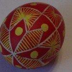 Яйцо после красного красителя